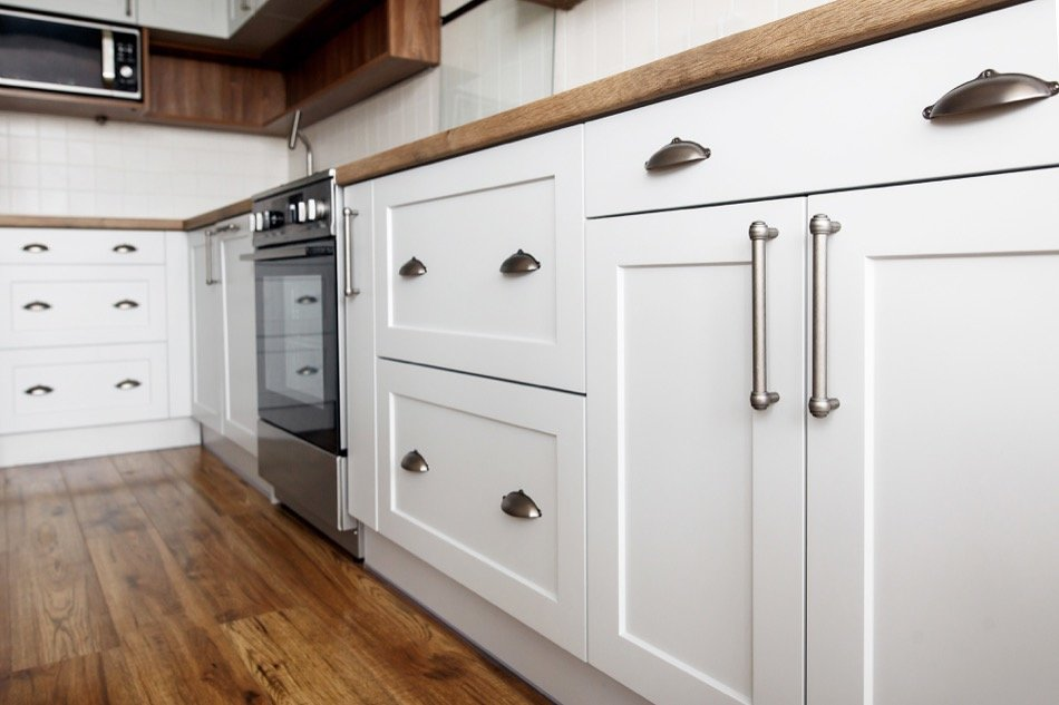 Cabinet Refinishing Help for Homeowners: 4 Useful Tips